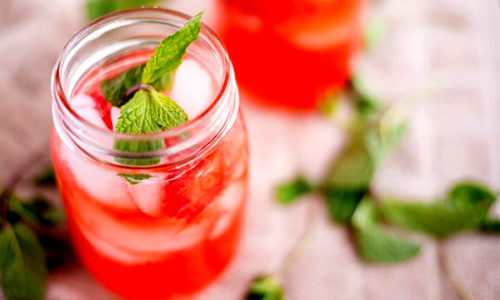 Straberry Mint & Hibiscus Iced Tea